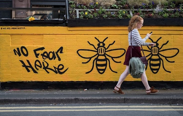 Manchester bee graffiti showing the defiant spirit of the people by @jaysharplesart